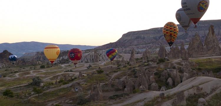 Kapadokya'da sıcak hava balonları test uçuşuna başladı