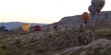 Kapadokyada sıcak hava balonları test uçuşuna başladı