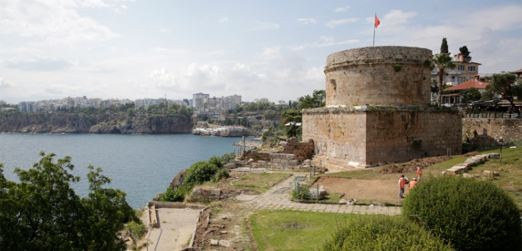Antalya Hıdırlık Kulesi çevresinde arkeolojik kazı başlatıldı