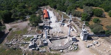 Stratonikeia ile Lagina antik kenti arasındaki dini tören kapısı restore ediliyor