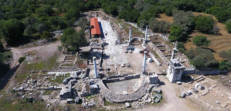Stratonikeia ile Lagina antik kentlerini birbirine bağlayan tören kapısı restore ediliyor