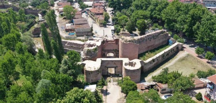 İznik'te 2 bin yıllık İstanbul Kapısı restorasyonu devam ediyor
