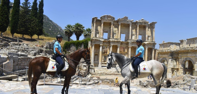 Efes Antik Kenti'nde güvenlik atlı jandarmaya emanet