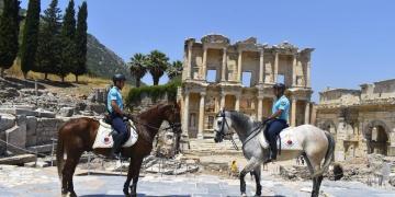 Efes Antik Kentinde güvenlik atlı jandarmaya emanet
