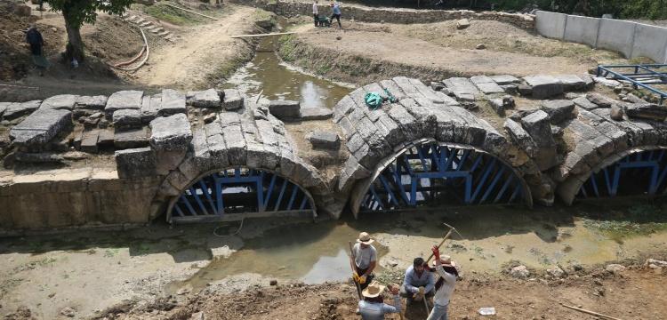 Düzce'deki tarihi Roma köprüsü kazıları başladı
