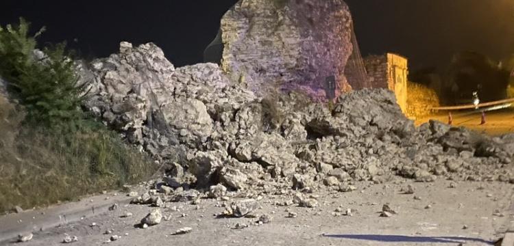 İstanbul Kara Surları'nın Edirnekapı bölümünün bir kısmı yıkıldı
