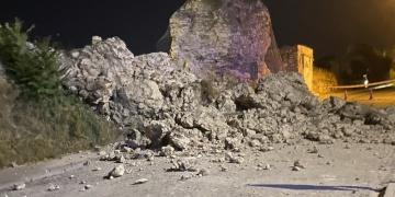 İstanbul Kara Surlarının Edirnekapı bölümünün bir kısmı yıkıldı