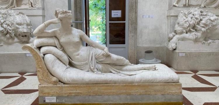 Paolina Borghese heykeli Selfie çekmek isterken turistçe kırıldı