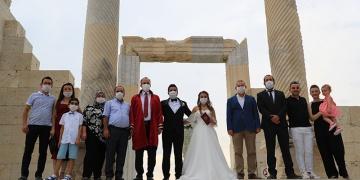 Laodikyada Arkeolog düğünü