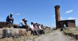Ebul Menuçehrin çevresindeki kazı çalışması sürüyor