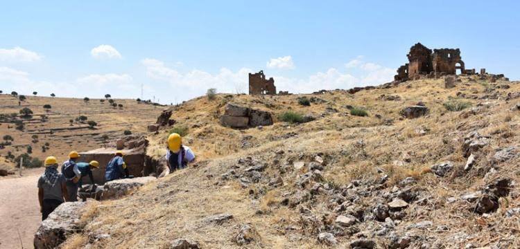 Zerzevan Kalesi'nin giriş kapısı bulundu