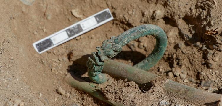Çavuştepe Kalesi  kazılarında  ejder başlı iki bilezik bulundu
