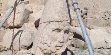 Nemrut Dağındaki Herkül heykeli düşme tehlikesi atlattı