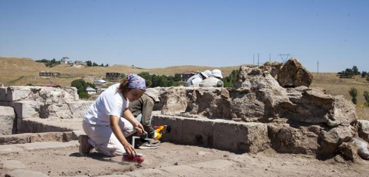 Ahlat İç Kale arkeolojik kazılarında yeni bulgulara rastlandı