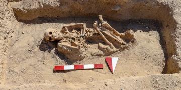 Van Çavuştepe kazılarında Urartulu kadın mezarı ortaya çıkarıldı