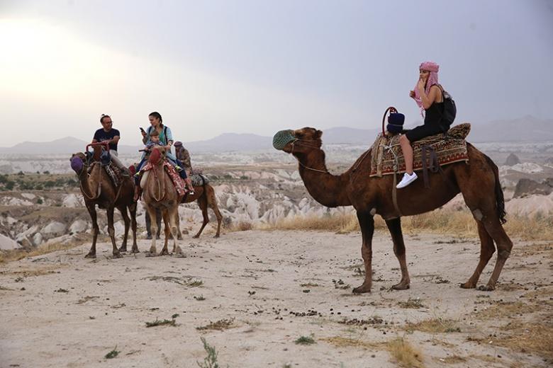 Kapadokya'da deve kervanları ile egzotik safari
