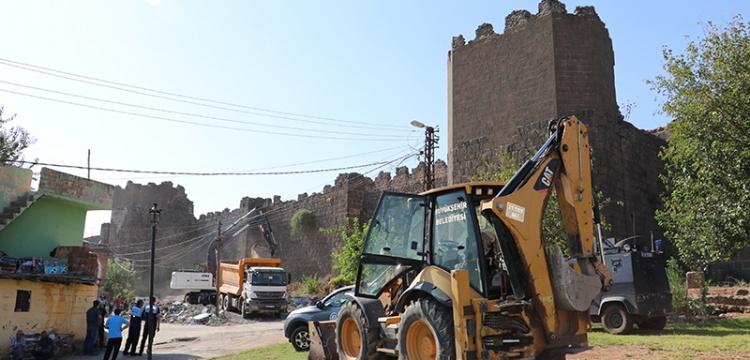 Diyarbakır Surları'ndaki gecekonduların yıkımına başlandı