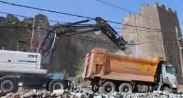 Diyarbakır Surlarında bulunan gecekonduların yıkımına başlandı