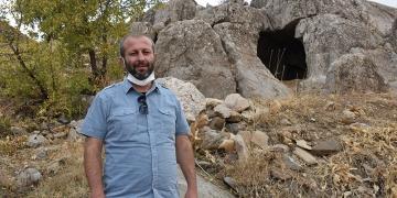 Hakkaride Urartular dönemi 3 odalı kaya mezarı bulundu