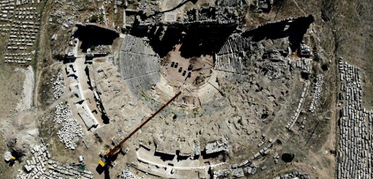 Aizanoi Antik Kenti'nde tiyatro ve stadyum kazıları devam ediyor