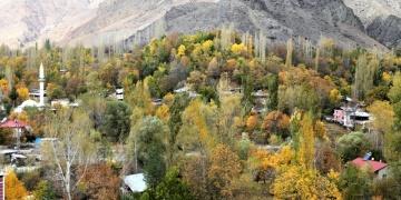 Erzurumun sakin kenti Uzunderede sonbahar renkleri