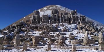 Nemruta mevsimin ilk karı yağdı