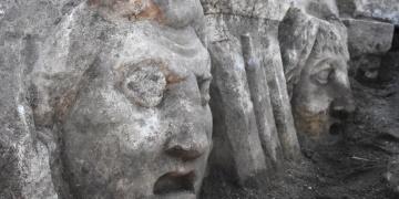 Strakonikeia Antik Tiyatro kazılarında 10 mask daha bulundu