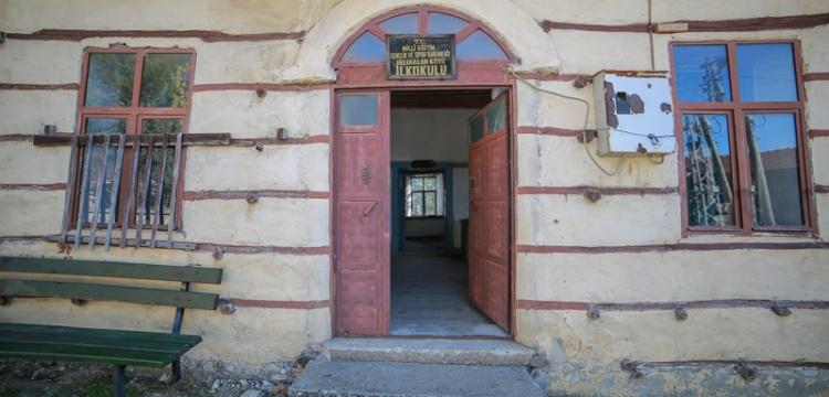 Akseki'de düğmeli okul binası aslına uygun restore ediliyor