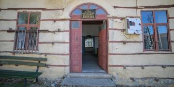 Aksekide düğmeli okul binası aslına uygun restore ediliyor