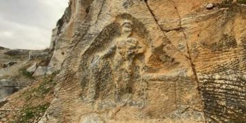 Bursadaki 1800 yıllık Herkül kabartması delik deşik edildi