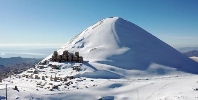 Nemrut Dağına kar yağınca turizm sezonu kapandı