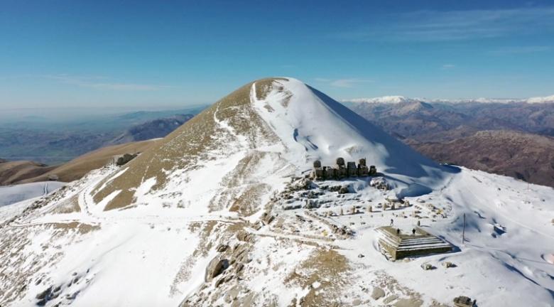 Nemrut Dağı'na kar yağınca turizm sezonu kapandı