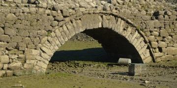 Şarköyde sular altında kalan tarihi köprüyü kuraklık ortaya çıkardı
