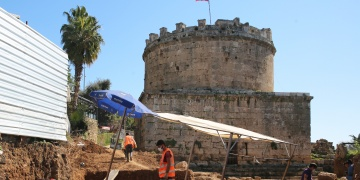 Antalyada Hıdırlık Kulesi kazılarında Roma dönemi hamam kalıntıları bulundu