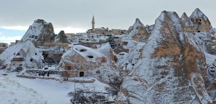 Kapadokya'ya mart karı ile beyaza büründü