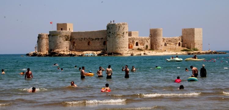 Mersin Kızkalesi'nde turizm sezonu hareketli açıldı