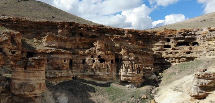 Ağrı 'Yukarı Biligan Mağaraları' ziyaretçilerini bekliyor