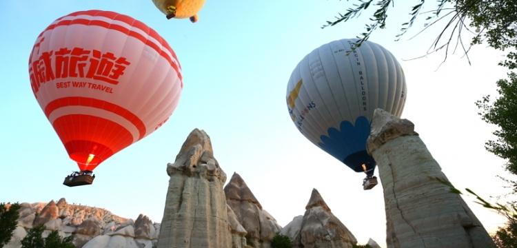 Kapadokya'da sıcak hava balonlarının görsel şöleni başladı
