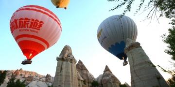 Kapadokyada sıcak hava balonlarının görsel şöleni başladı