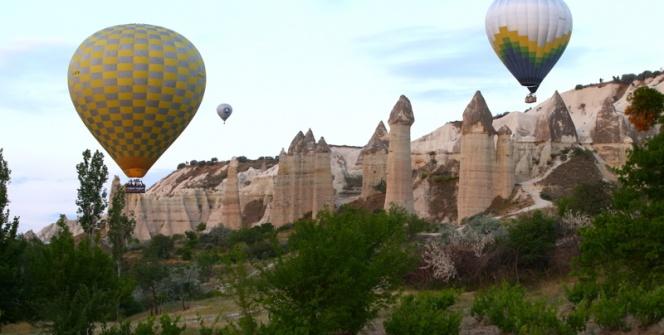 Kapadokyada sıcak hava balonu şöleni başladı