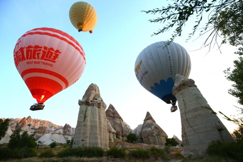 Kapadokya'da sıcak hava balonu şöleni başladı