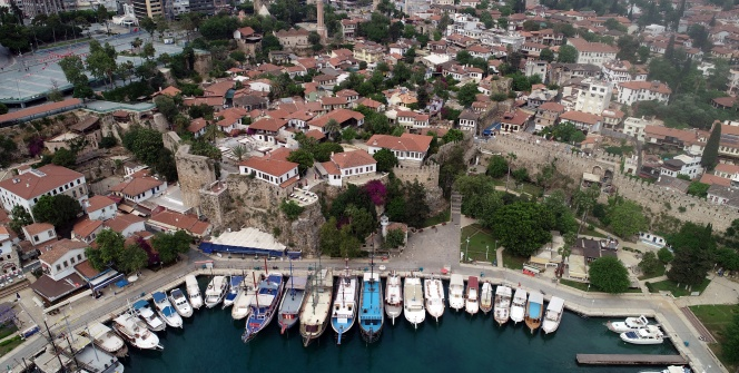 Antalya Kaleiçinde mimari yapıları ile geçmişe yolculuk