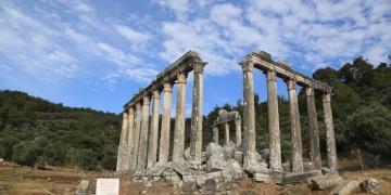Euromos Antik Kentindeki Zeus Tapınağı kazı ve restorasyonu devam ediyor