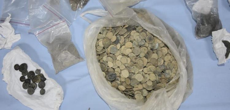 İzmir ve Manisa'da 8 bin 979 parça tarihi eser yakalandı