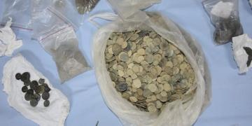 İzmir ve Manisada 8 bin 979 parça tarihi eser yakalandı