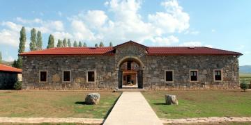 Kenan Yavuz Etnografya Müzesi yanına Loru Hanın replikası yapıldı