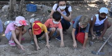 Stratonikeia Antik Kentinde çocuklar temsili kazı yaptı