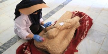 Euromos Antik Kentinde 2 bin 500 yıllık heykeller ve yazıt bulundu