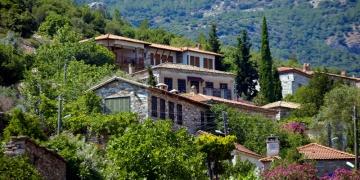 Aydın Doğanbey köyü tarihi taş evleri