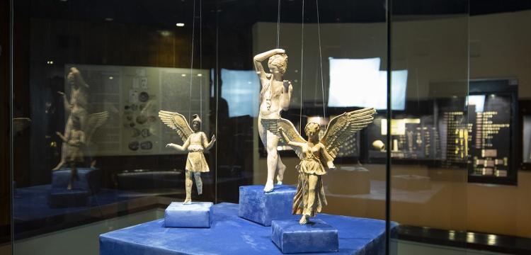 İzmir Arkeoloji Müzesi Peri heykelcikleri'ni ziyarete açtı